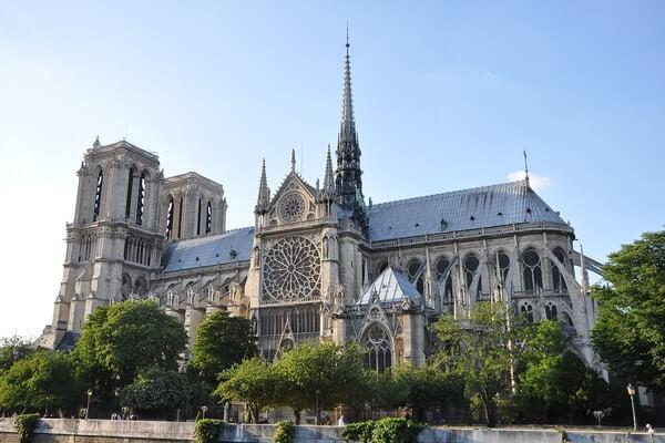Notre Dame de Paris front