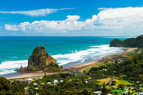 Black -sand surfing in Piha , places to visit in New Zealand