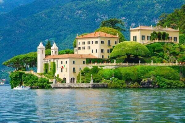 lakeside como; most beautiful lakes in the world; most prettiest lake in the world; Beautiful Lakes