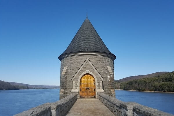 Saville Dam; Places to Visit in Connecticut