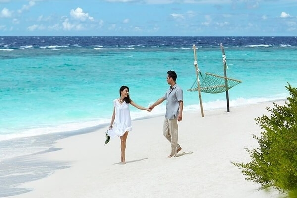 Stunning white-sand beaches    romantic places