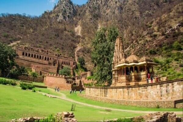 Bhangarh Fort , haunted places in world