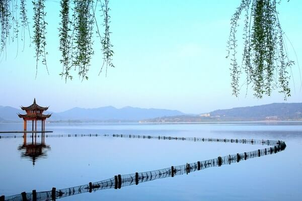 West Lake; most beautiful lake in the world; prettiest lake in chain; Beautiful Lakes
