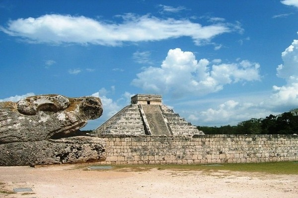 Kukulcan Mayan Pyramid of Chichen Itza: best place of Mexico