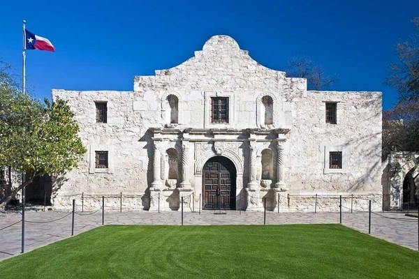 One of the best places to visit in Texas is an only Alamo