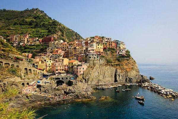 Manarola town ( Cinque Terre ), Italy