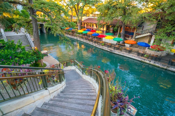 San Antonio River is romantic place for a day trip in Texas